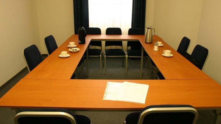 Reuniões servem para resolver ou para aparecer?