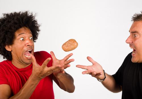 Como tirar a batata quente do seu colo?