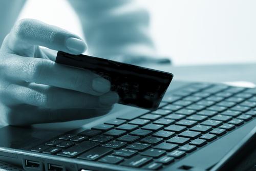 O e-commerce e o cartão de débito: 4 motivos para usar