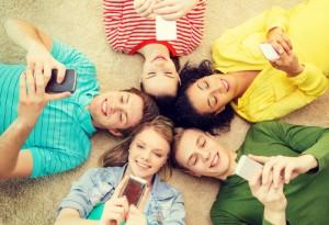 Figura - CGI.br divulga pesquisa mostrando que 82% do público jovem faz uso da Internet pelo telefone celular