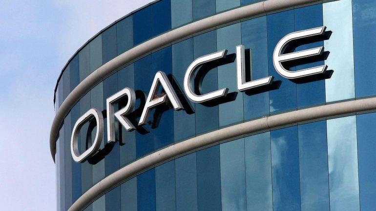 Under firma parceria oficial com Oracle