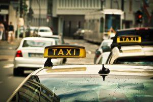 Qual aplicativo de transporte está mais barato agora?