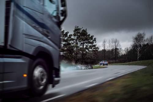 Volvo Cars e Volvo Trucks compartilham dados em tempo real de veículos para melhorar a segurança no trânsito