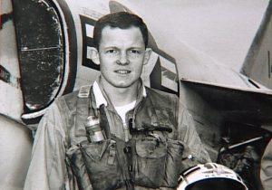Plumb vestindo paraquedas na guerra do vietnã